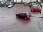 Glissade de voiture sur sol gelé